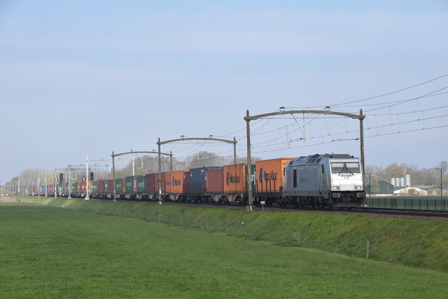 Foto van RheinCargo Traxx F140 DE 805 Diesel locomotief door Trains-of-Europe