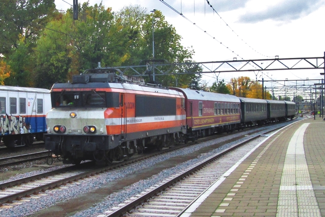 Foto van Locon Alsthom 1600/1800 9904 Electrische locomotief door LeoScribens