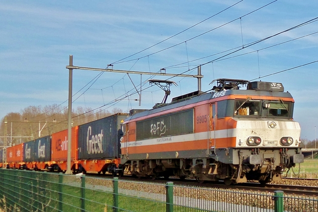 Foto van Locon Alsthom 1600/1800 9905 Electrische locomotief door LeoScribens