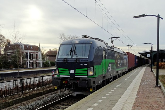 Foto van LTE Siemens Vectron 193728 Electrische locomotief door PublicTransportNetherlands
