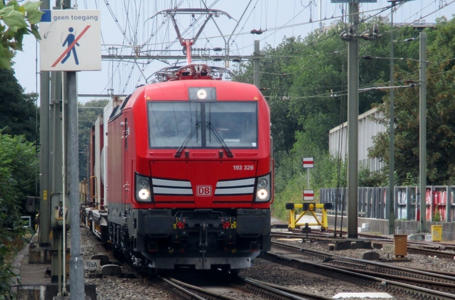 Foto van DBC Siemens Vectron 193326 Electrische locomotief door LeoScribens