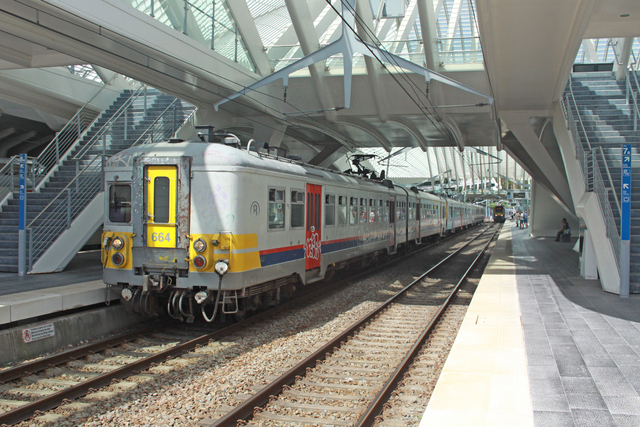 Foto van NMBS Klassiek Motorstel 664 Electrisch treinstel door best trains