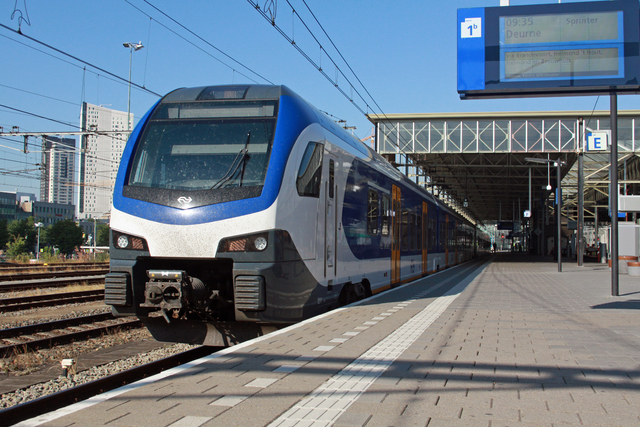 Foto van NS Stadler Flirt3 2211 Electrisch treinstel door best trains