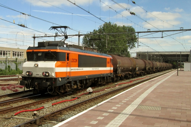 Foto van Locon Alsthom 1600/1800 9906 Electrische locomotief door LeoScribens